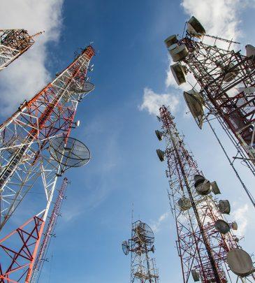 Montaje y mantenimiento de equipamiento de red y estaciones base de telefonía