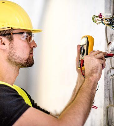 Operaciones auxiliares de montaje de instalaciones electrotécnicas y de telecomunicaciones en edificios